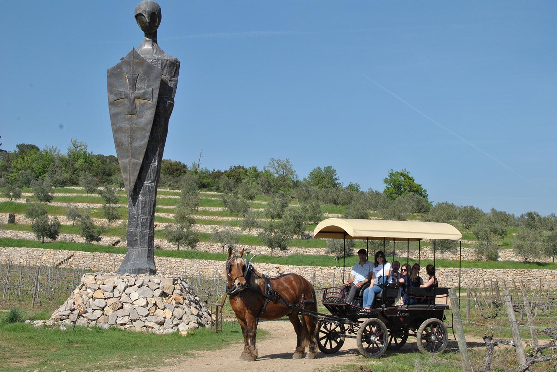 Vins en Provence Commanderie Peyrassol Calèche Statue