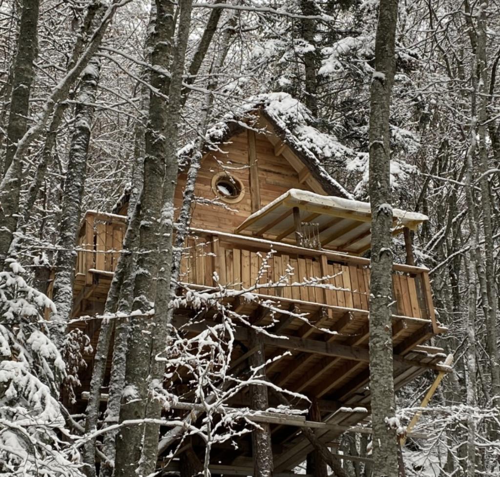 les cabanes enchantées, cabane dans les arbres, une nuit dans une cabane